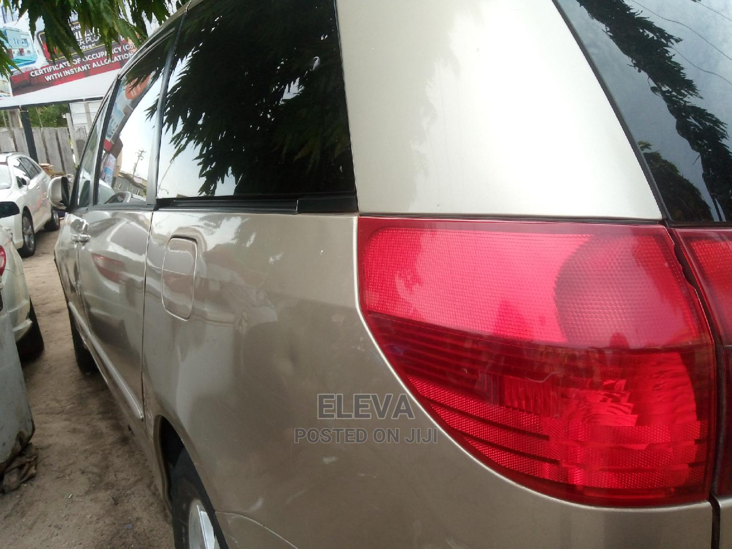 Archive: Toyota Sienna 2005 XLE Silver