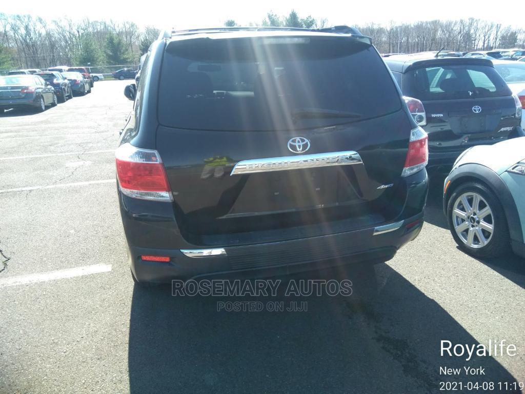 Archive: Toyota Highlander 2012 Black