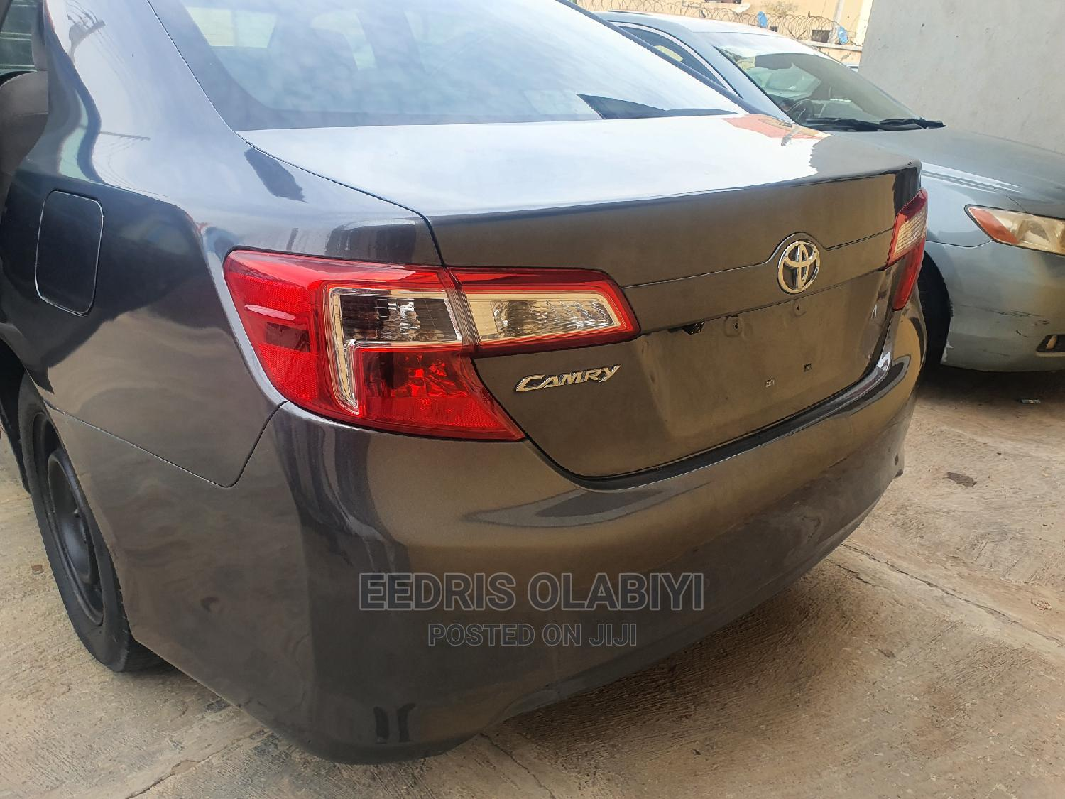 Archive: Toyota Camry 2012 Gray