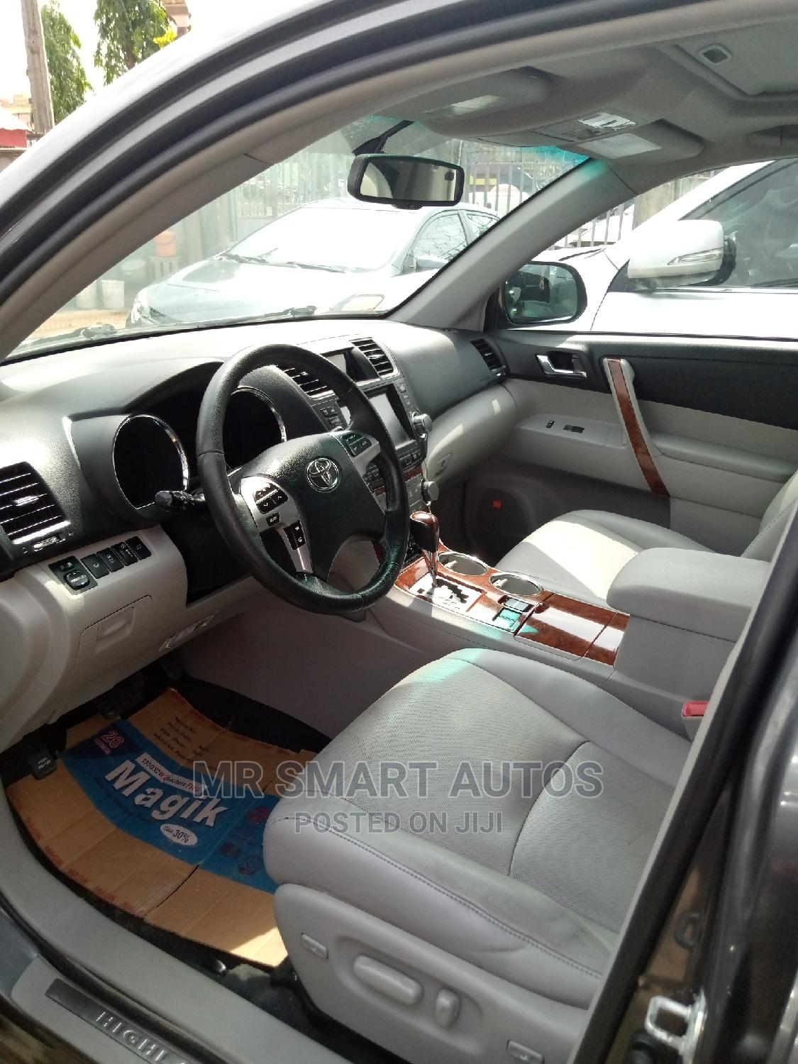 Toyota Highlander 2013 Limited 3.5l 4WD Gray | Cars for sale in Amuwo-Odofin, Lagos State, Nigeria