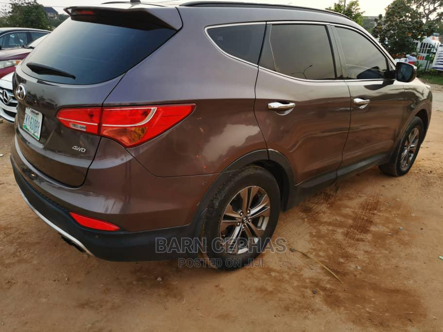 Archive: Hyundai Santa Fe 2014 Brown
