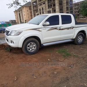 Toyota Hilux 2011 2.7 VVT-i 4X4 SRX White | Cars for sale in Abuja (FCT) State, Gudu