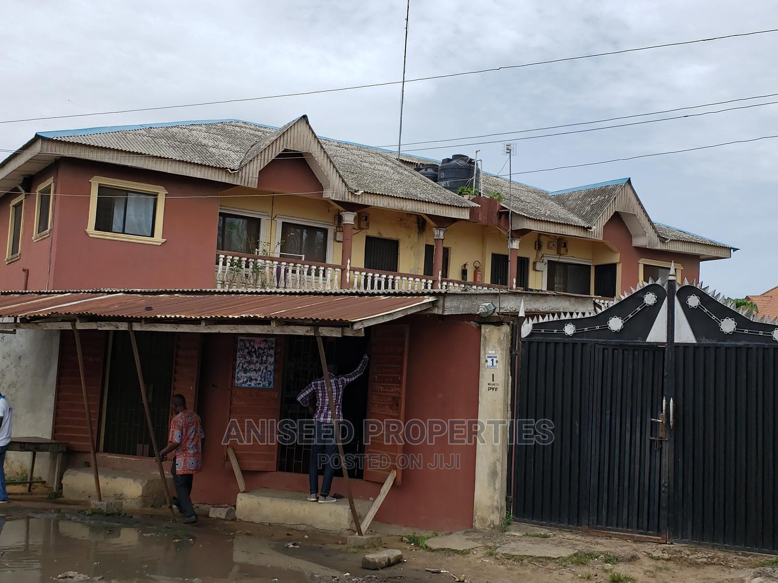 10bdrm Block of Flats in Badagry / Badagry for Sale