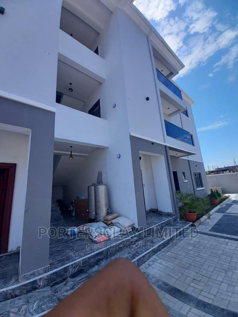 Archive: 3bdrm Apartment in Lekki for Rent