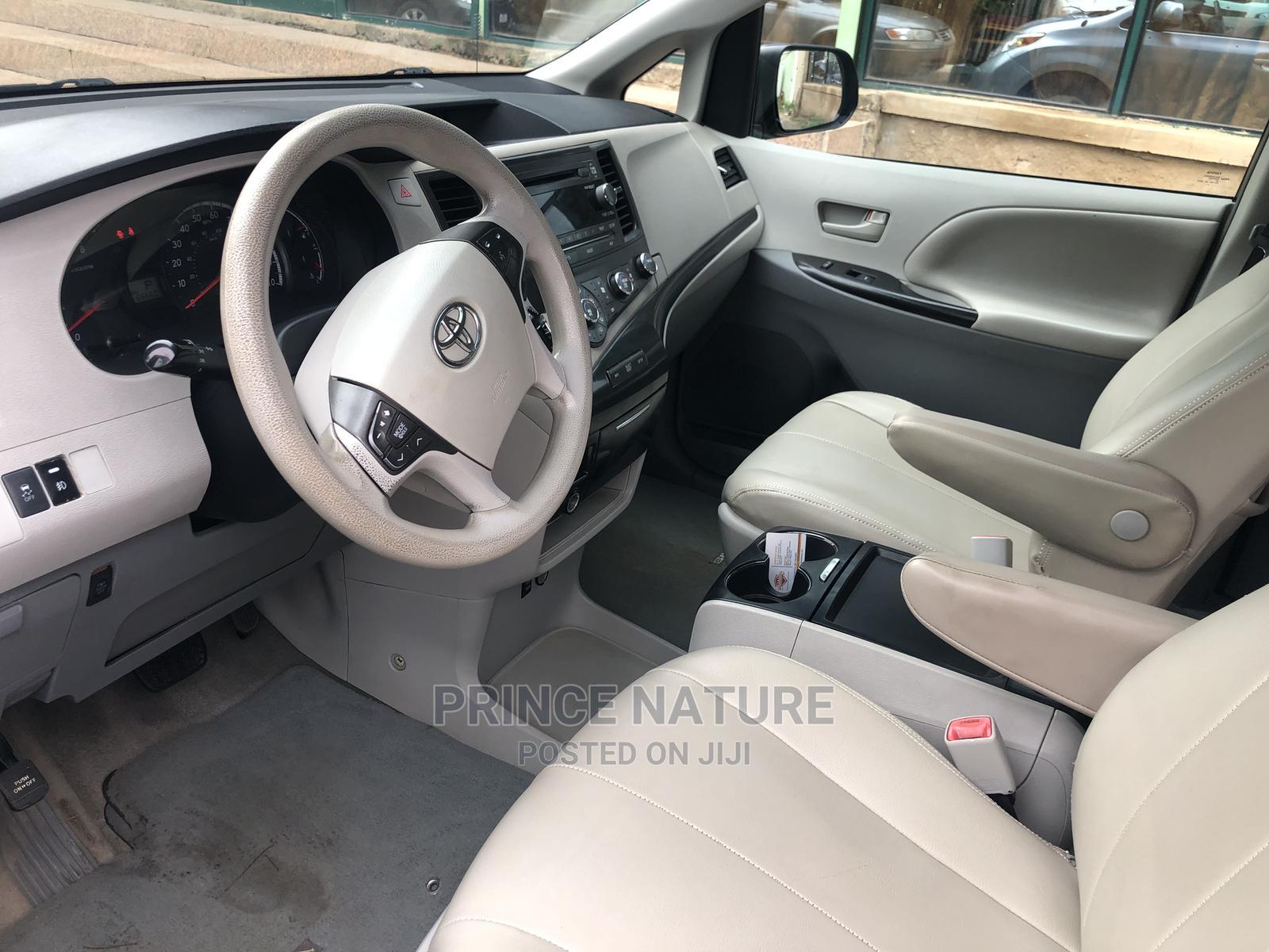 Toyota Sienna 2011 LE 8 Passenger Gray | Cars for sale in Garki 2, Abuja (FCT) State, Nigeria