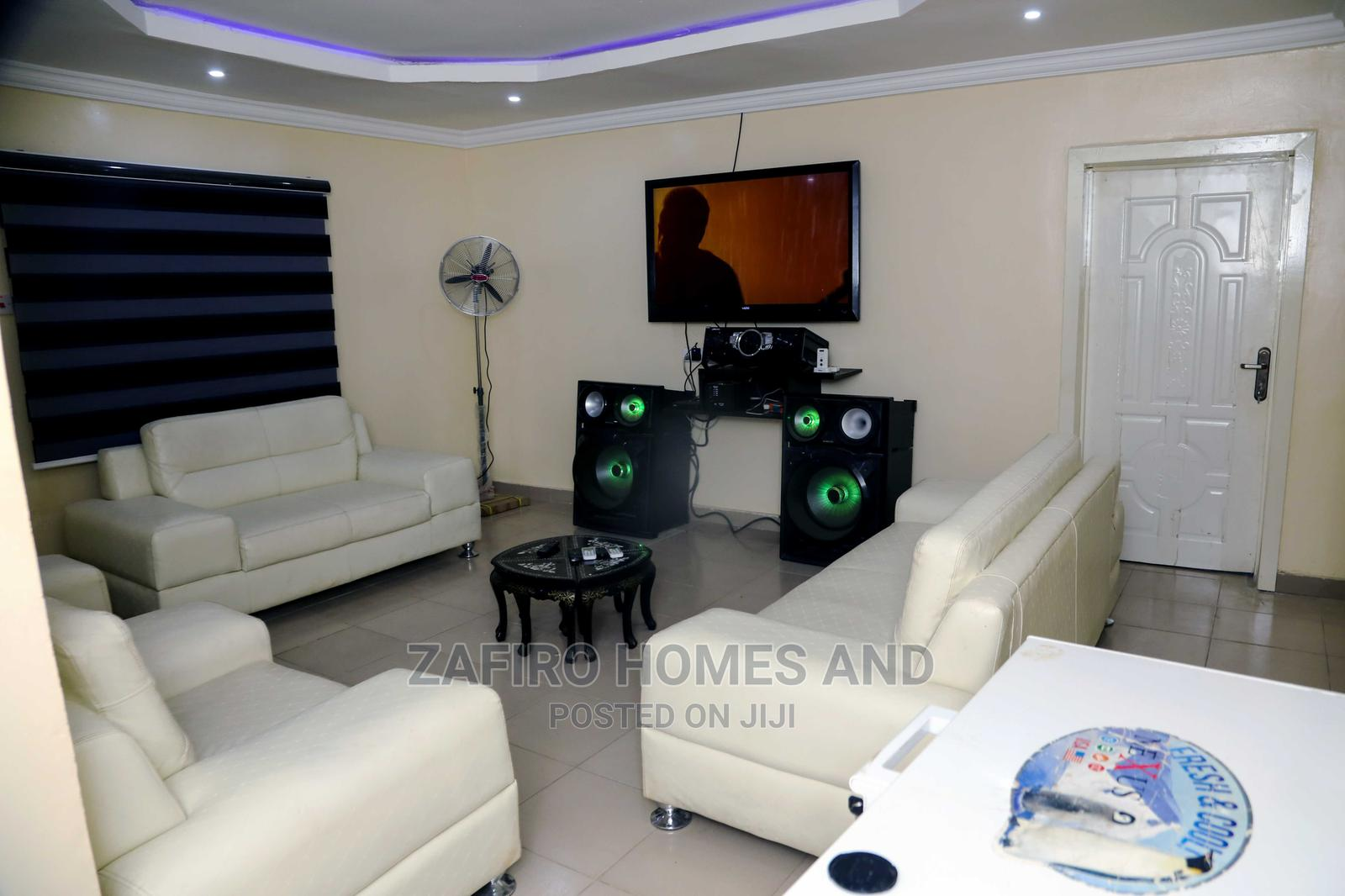 Cute Furnished 3 Bedroom Shortlet Apartment at Alakia
