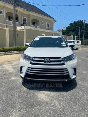 Toyota Highlander 2018 XLE 4x2 V6 (3.5L 6cyl 8A) White   Cars for sale in Lagos State, Lekki