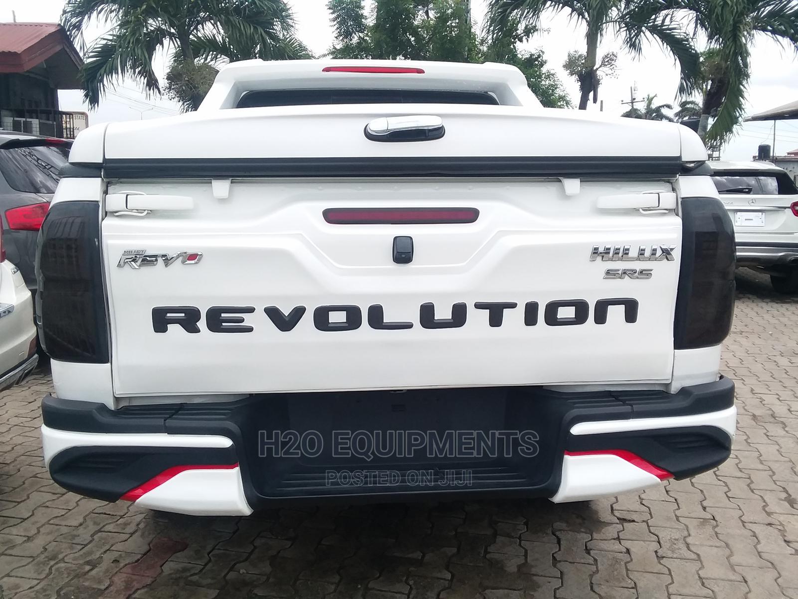 Toyota Hilux 2017 SR 4x4 White   Cars for sale in Lekki, Lagos State, Nigeria