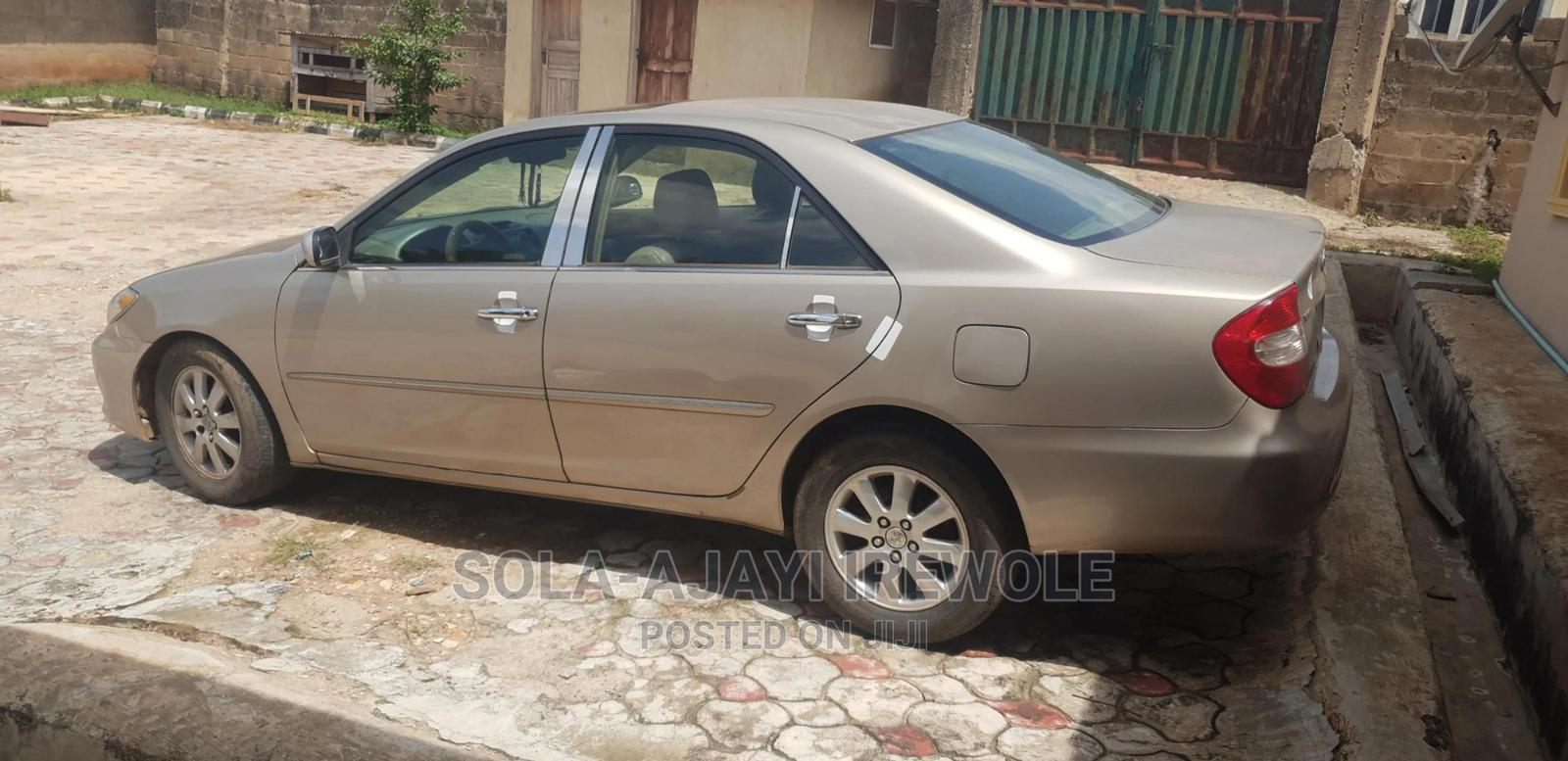 Archive: Toyota Camry 2004 Gold