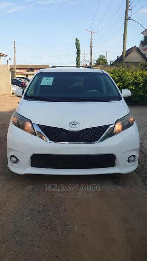 Toyota Sienna 2013 SE FWD 8-Passenger White | Cars for sale in Lagos State, Alimosho