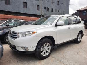 Toyota Highlander 2013 SE 3.5L 4WD White | Cars for sale in Lagos State, Amuwo-Odofin