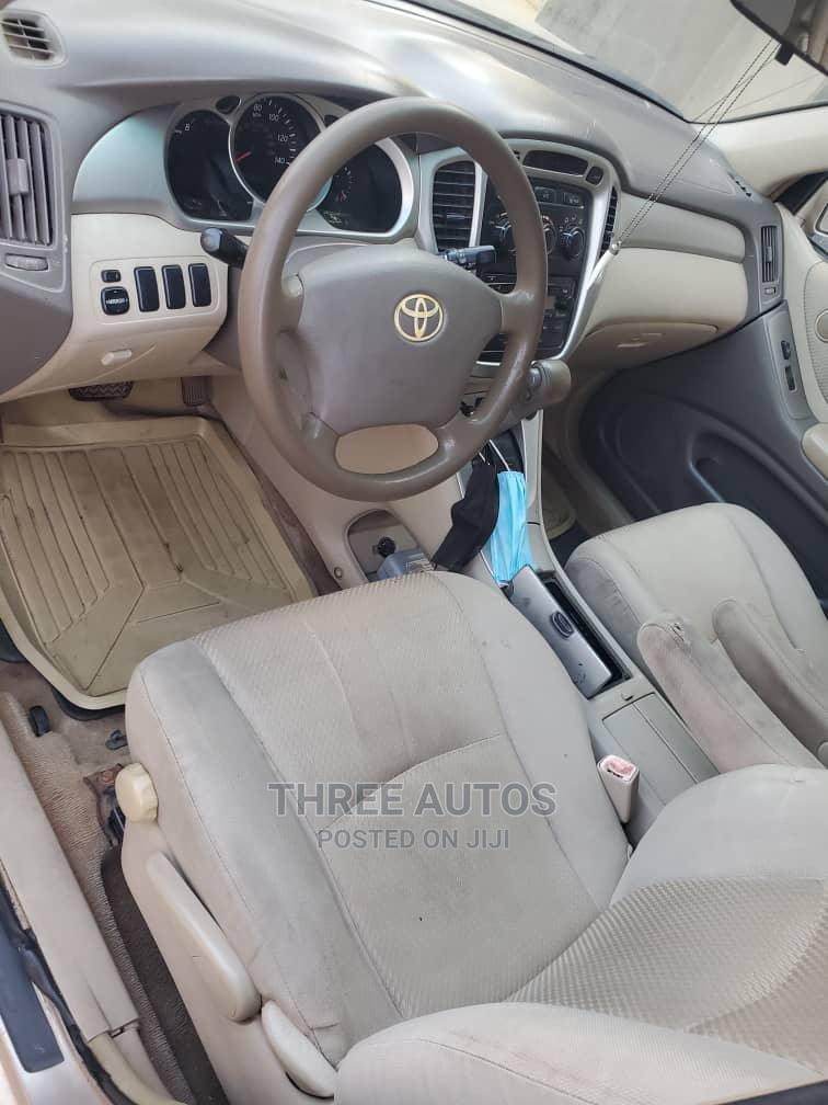 Archive: Toyota Highlander 2006 Gold