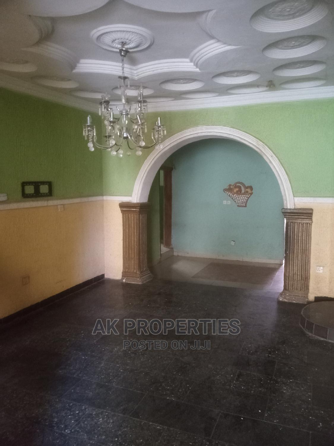 Archive: 4bdrm Bungalow in Para Round About, Alakia for Rent