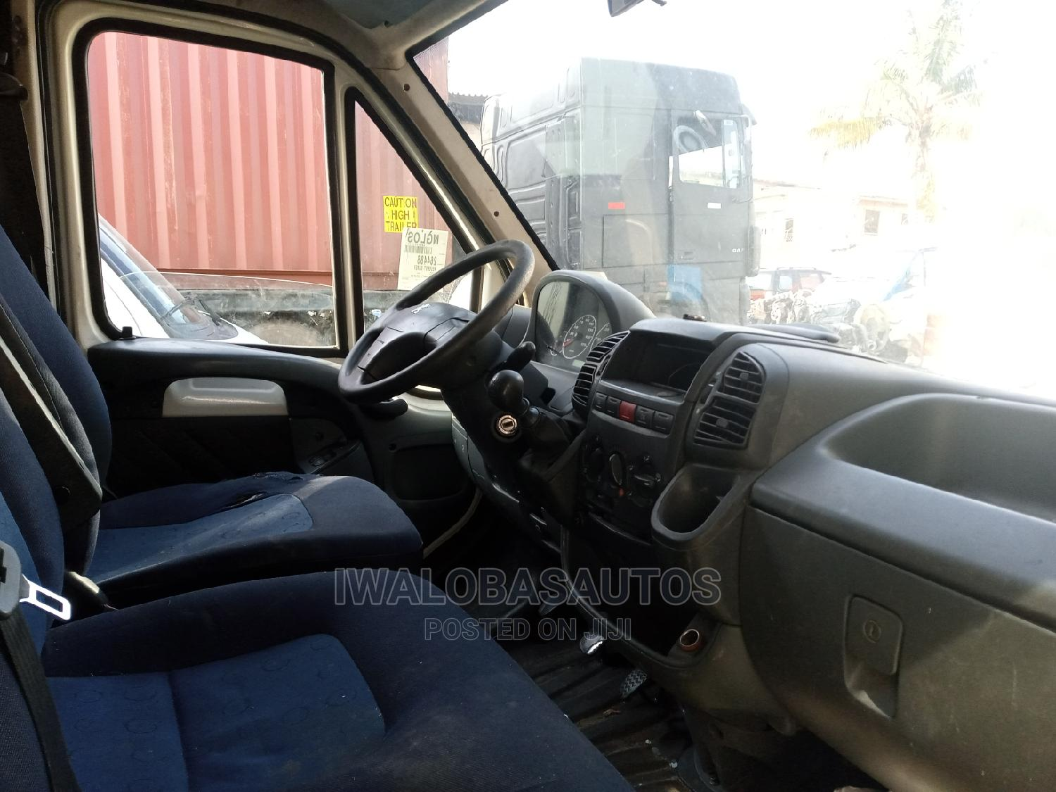 Clean Peugeot Boxer 2000 White | Buses & Microbuses for sale in Isolo, Lagos State, Nigeria