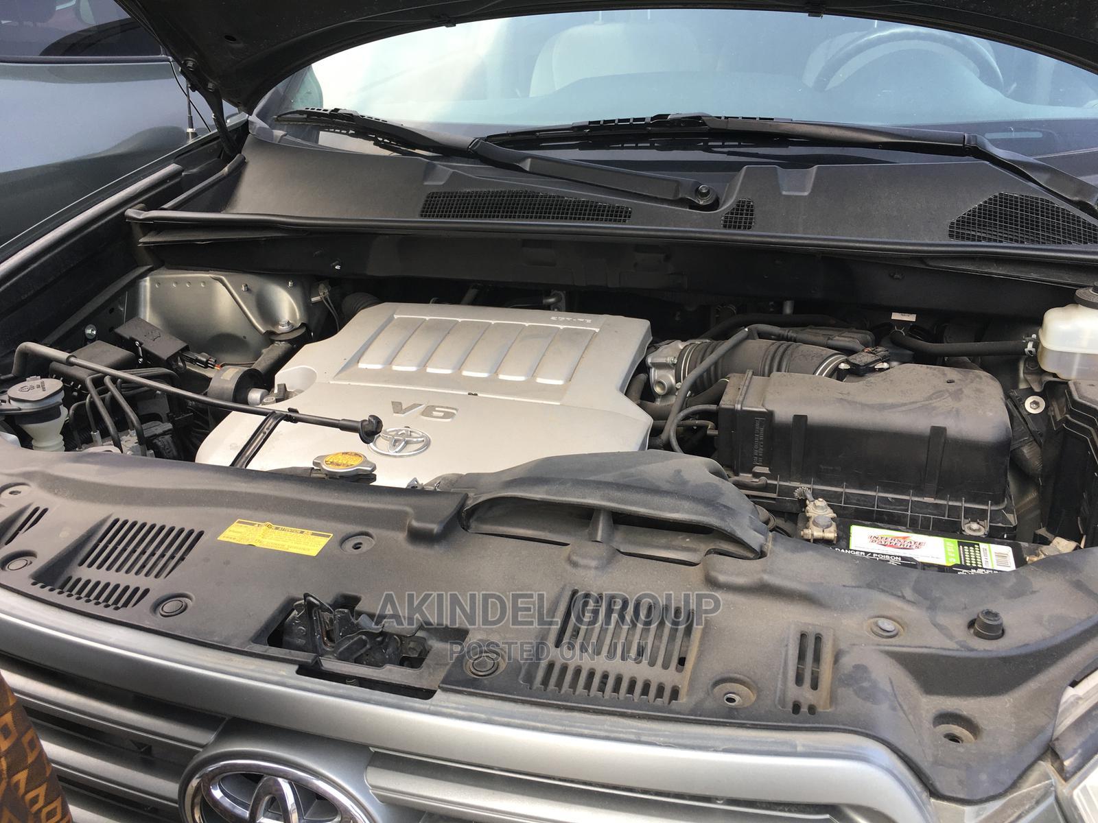 Archive: Toyota Highlander 2009 V6 Gray