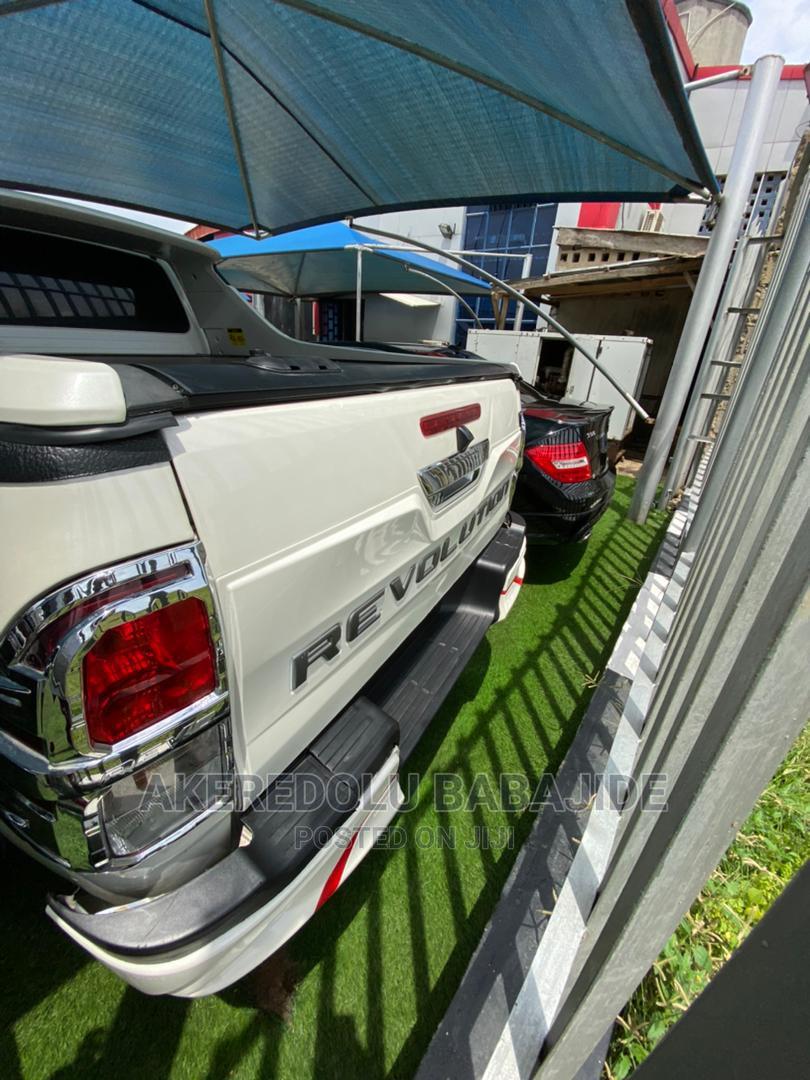 Archive: Toyota Hilux 2015 SR 4x4 White