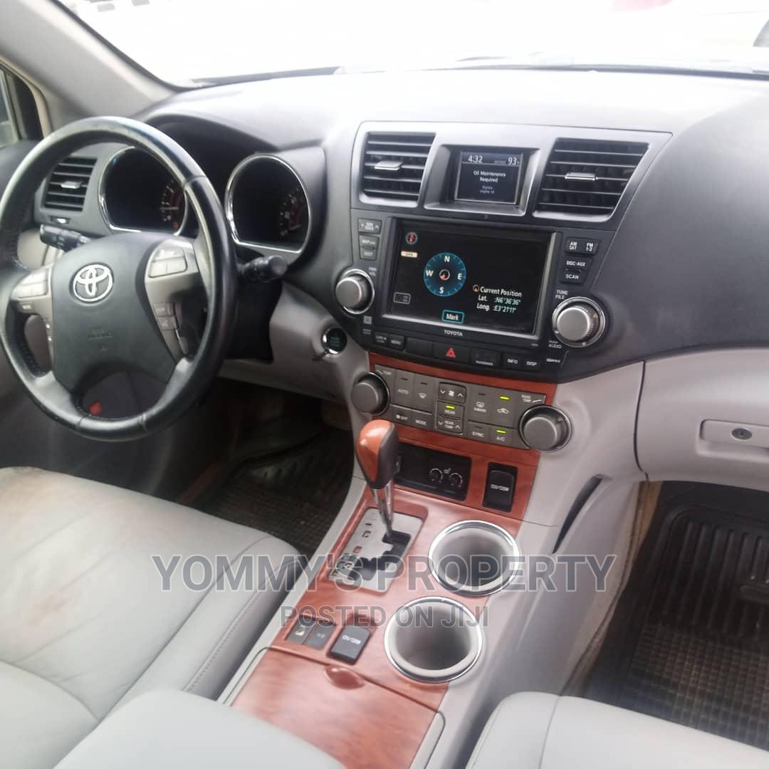 Archive: Toyota Highlander 2009 Gray