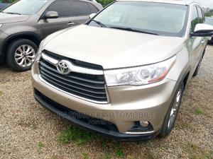Toyota Highlander 2016 Gold   Cars for sale in Abuja (FCT) State, Jabi