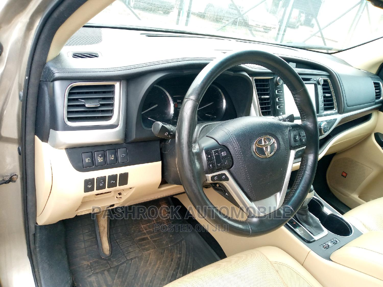 Toyota Highlander 2016 Gold   Cars for sale in Jabi, Abuja (FCT) State, Nigeria
