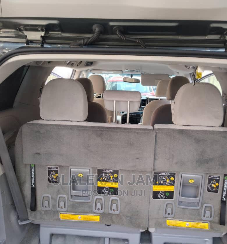 Archive: Toyota Sienna 2014 Gray