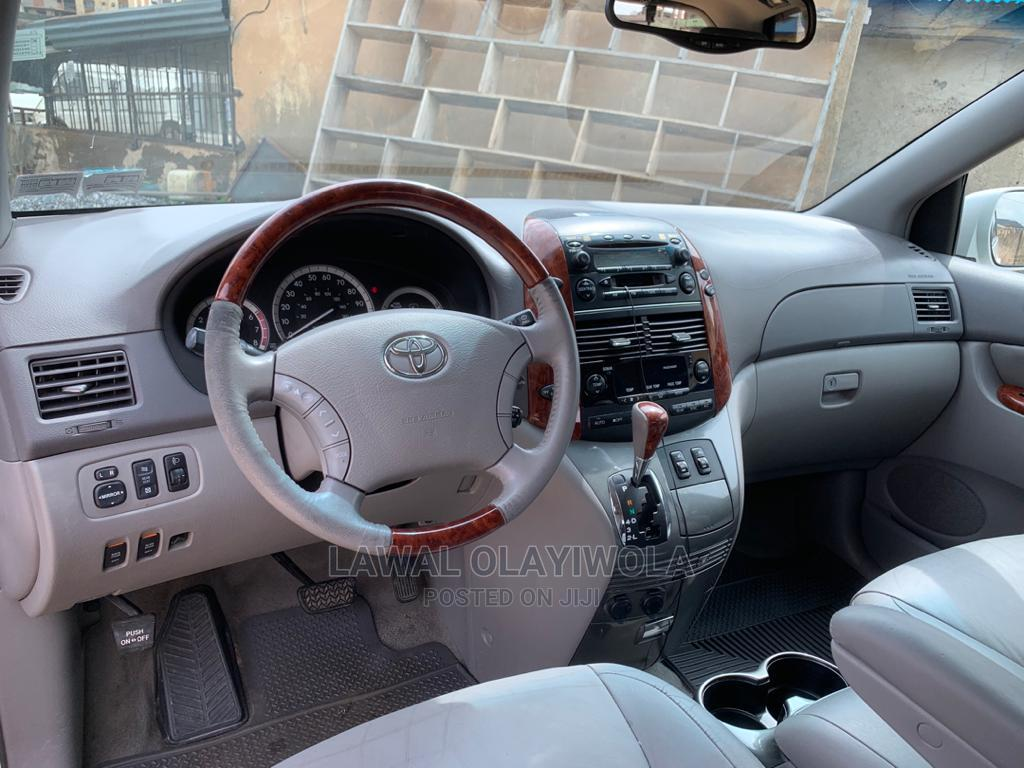 Archive: Toyota Sienna 2005 XLE White