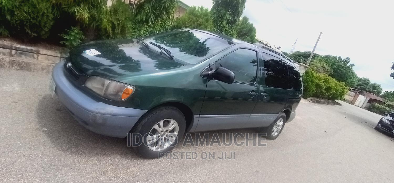 Archive: Toyota Sienna 1999 Green