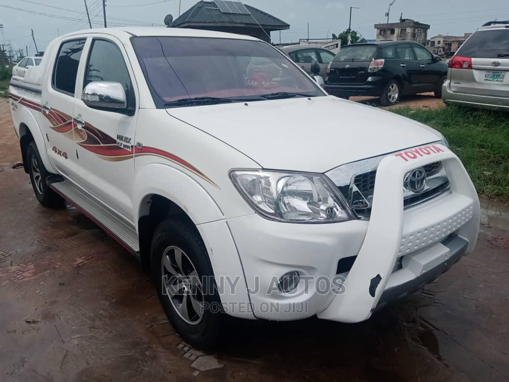 Archive: Toyota Hilux 2009 White