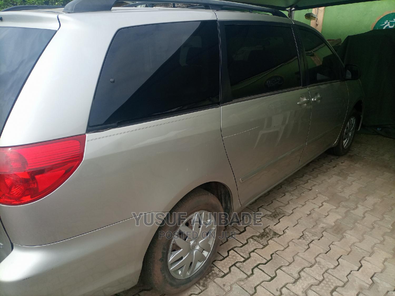 Toyota Sienna 2005 Gold | Cars for sale in Ikotun/Igando, Lagos State, Nigeria