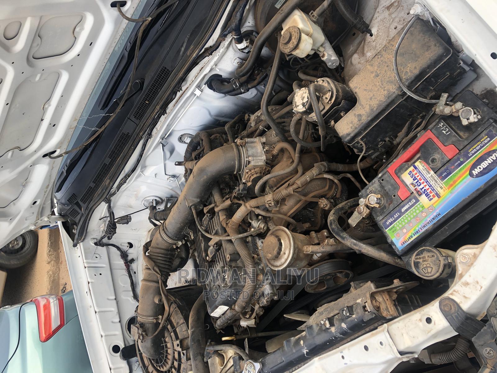 Archive: Toyota Hilux 2009 2.0 VVT-i White