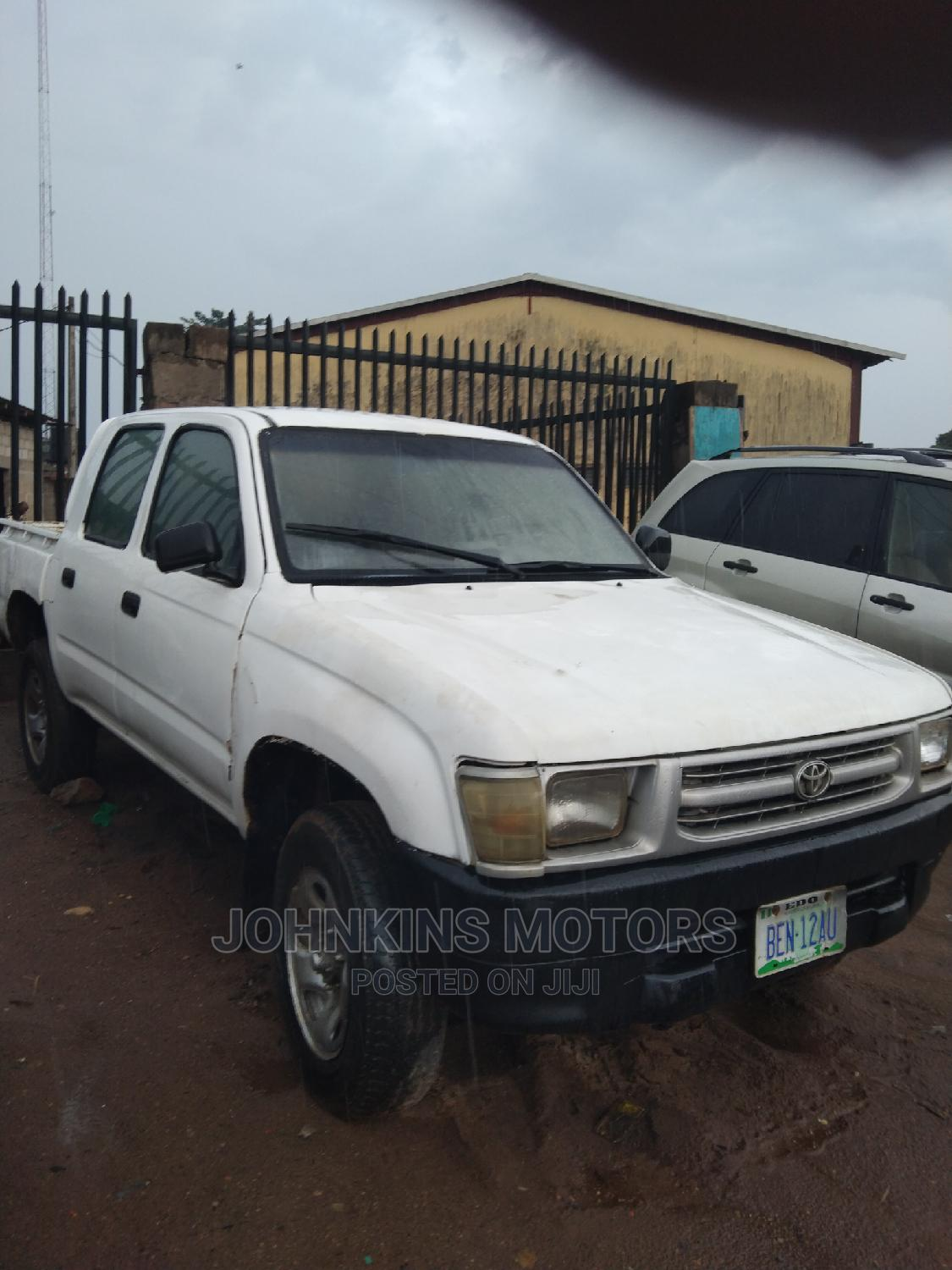 Archive: Toyota Hilux 1994 White