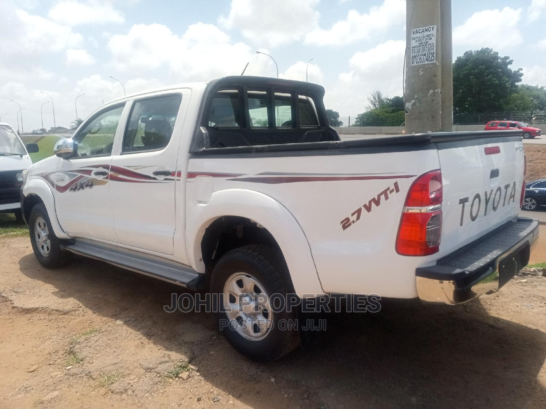 Toyota Hilux 2010 2.0 VVT-i SRX White   Cars for sale in Garki 1, Abuja (FCT) State, Nigeria