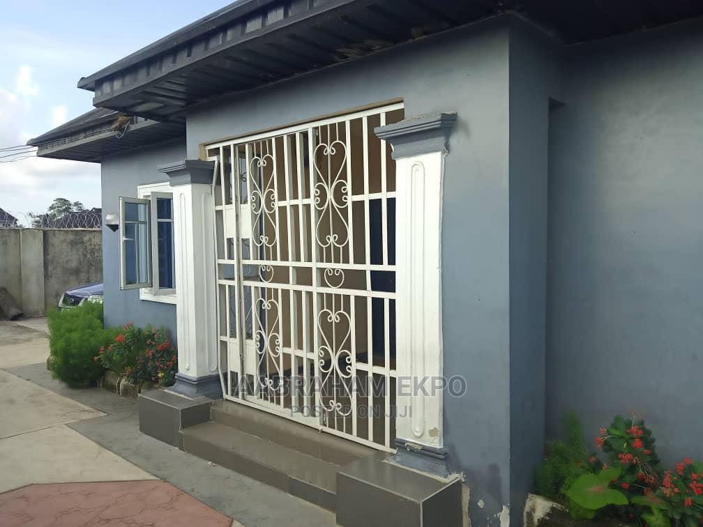 4bdrm Bungalow in Mbikpong Estate, Uyo for Sale