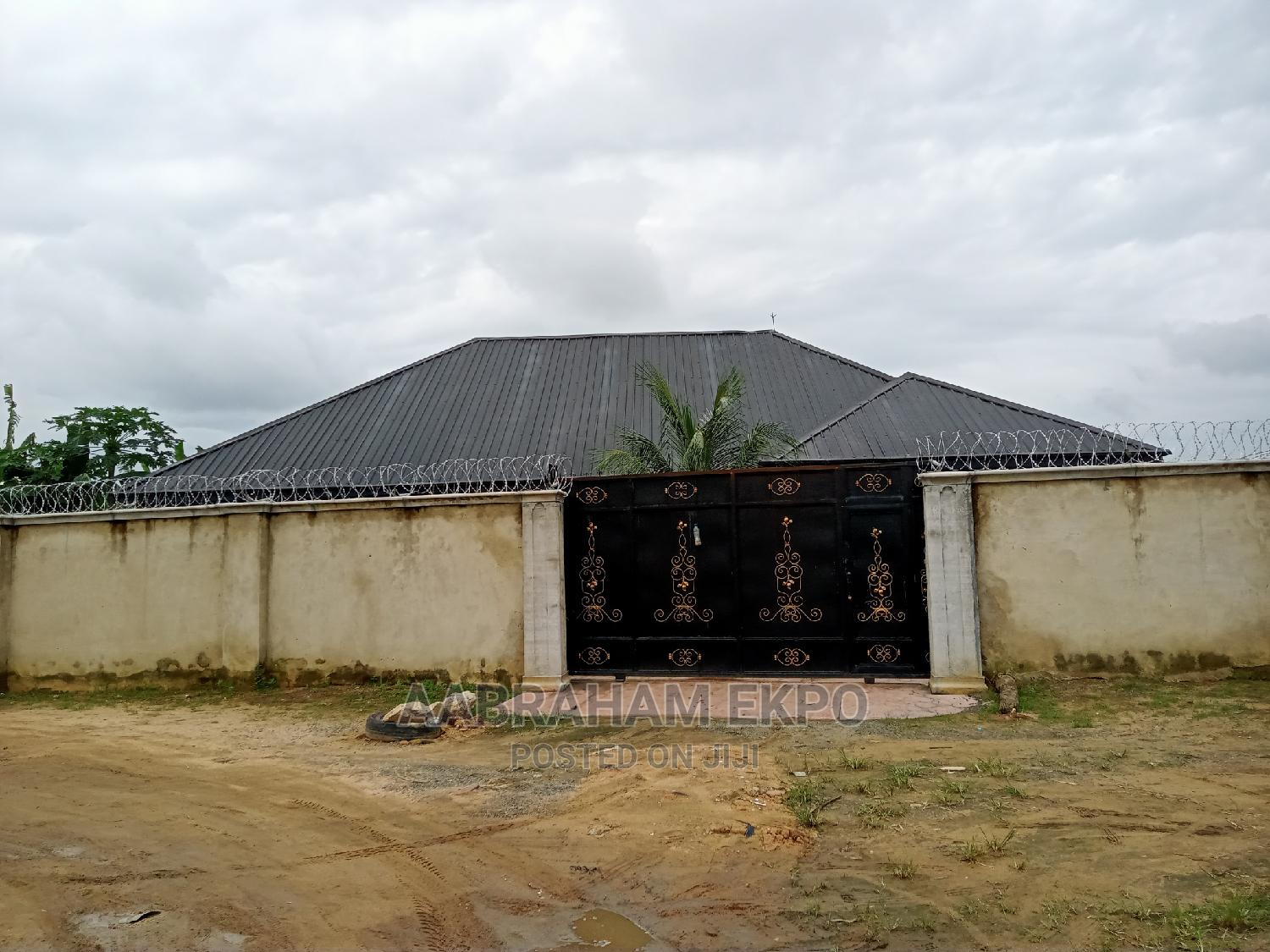 4bdrm Bungalow in Mbikpong Estate, Uyo for Sale | Houses & Apartments For Sale for sale in Uyo, Akwa Ibom State, Nigeria