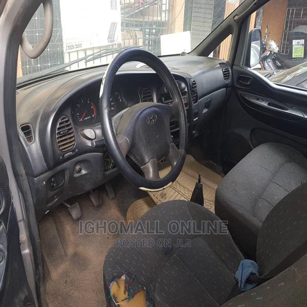 Archive: Hyundai H200 2000 Bus