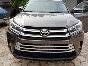 Toyota Highlander 2017 XLE 4x4 V6 (3.5L 6cyl 8A) Gray | Cars for sale in Lagos State, Abule Egba