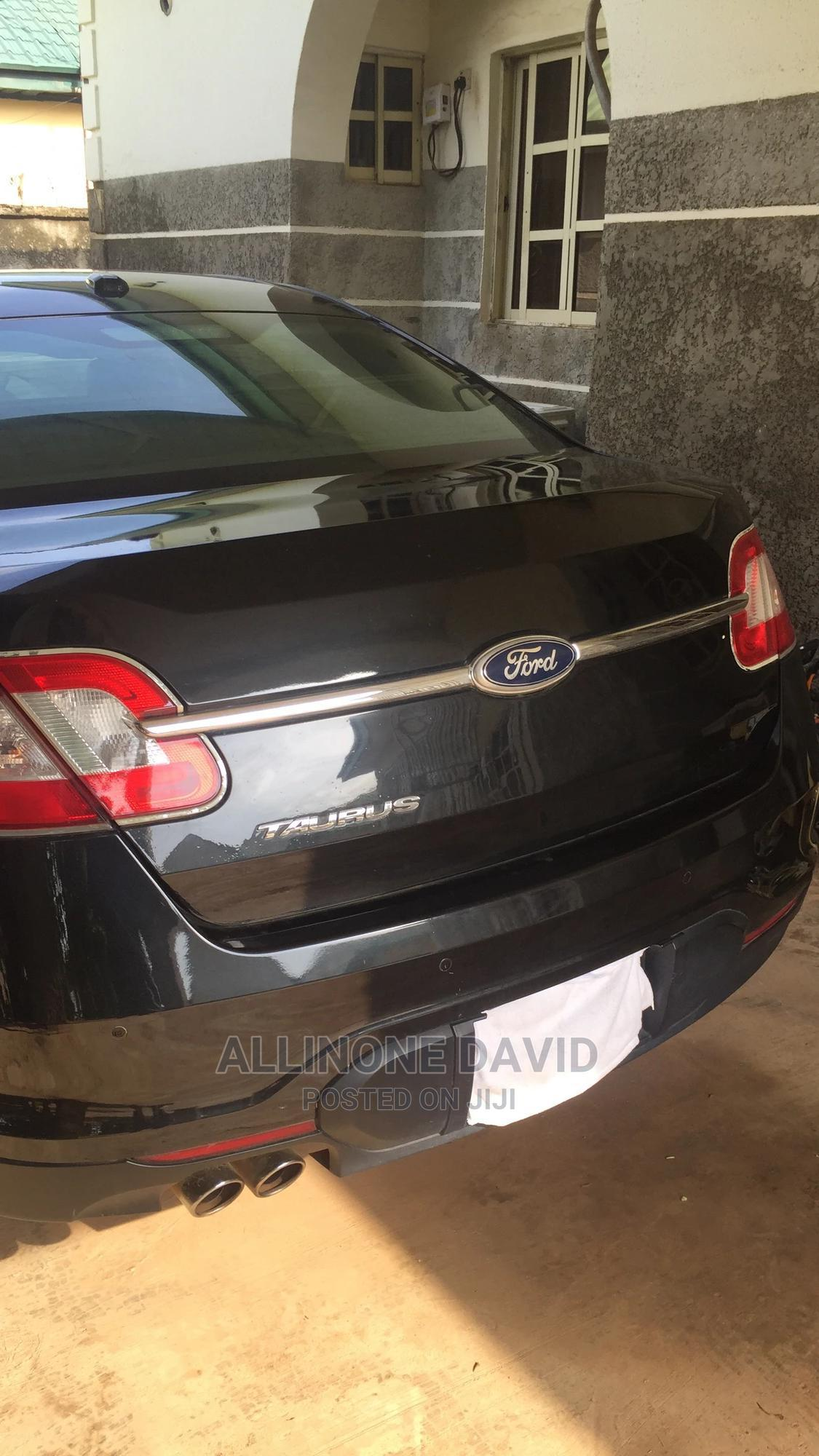 Archive: Ford Taurus 2011 Limited Black