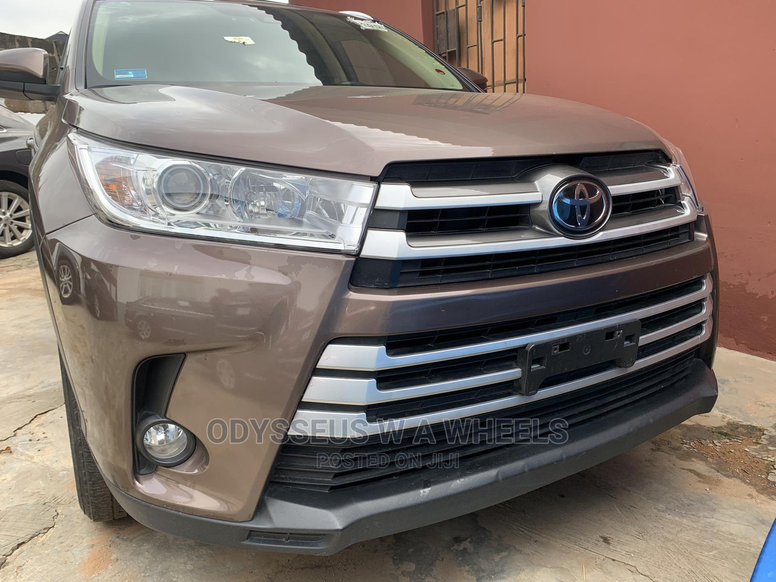 Archive: Toyota Highlander 2017 Brown