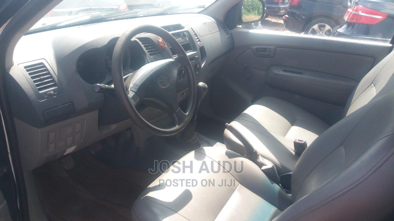 Archive: Toyota Hilux 2008 Blue