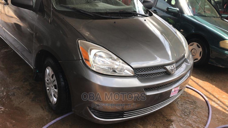 Archive: Toyota Sienna 2004 CE FWD (3.3L V6 5A) Gray
