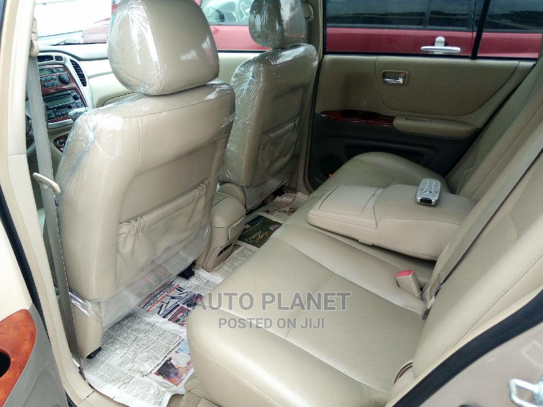 Archive: Toyota Highlander 2005 V6 Gold
