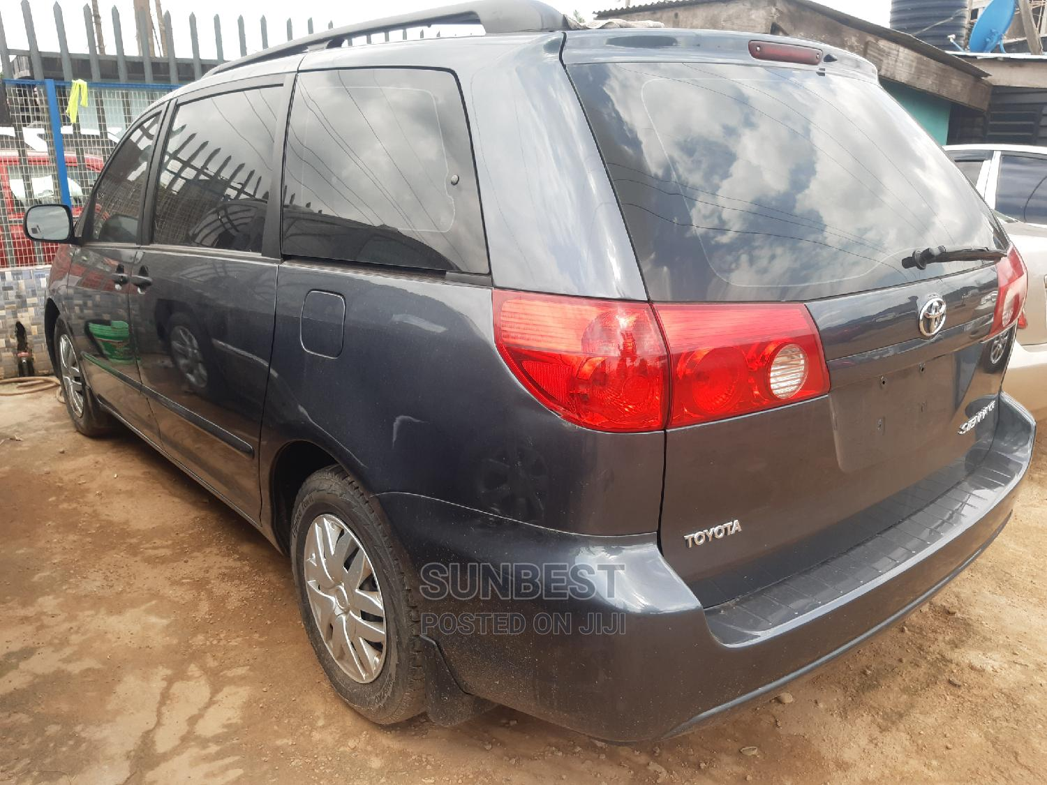 Archive: Toyota Sienna 2008 LE AWD Gray