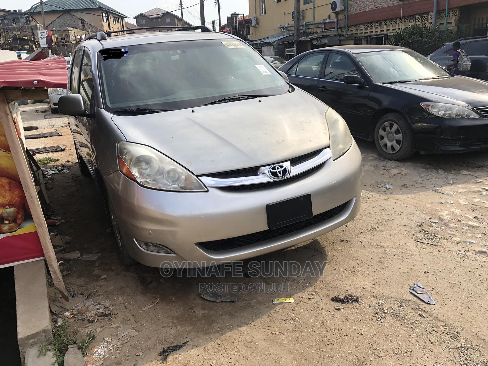 Toyota Sienna 2007 Silver | Cars for sale in Yaba, Lagos State, Nigeria