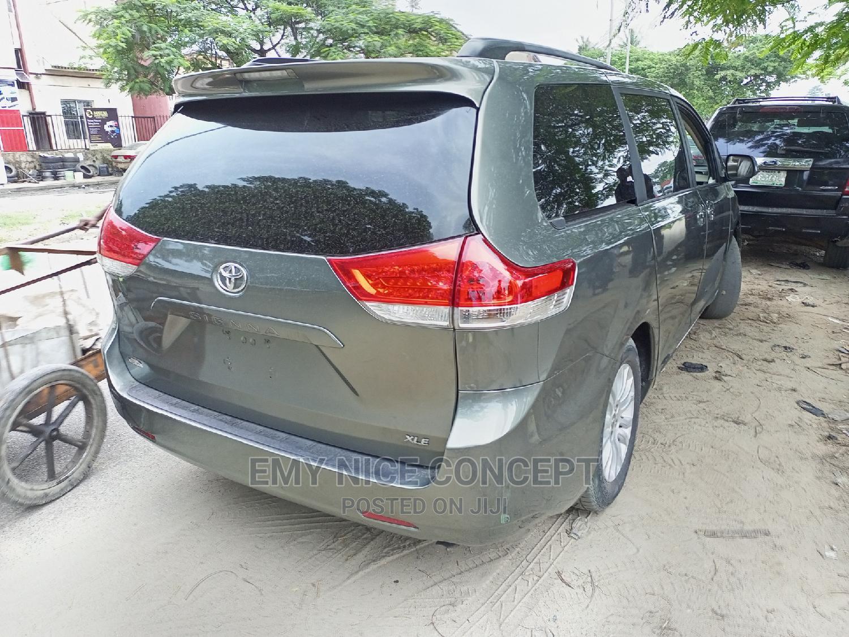 Toyota Sienna 2011 XLE 7 Passenger Green