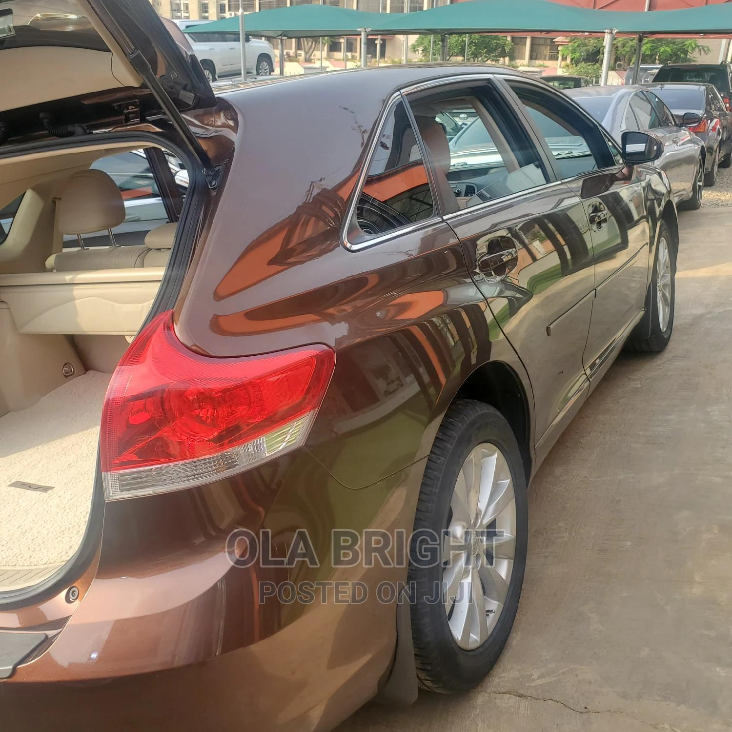 Archive: Toyota Venza 2010 V6 AWD Brown