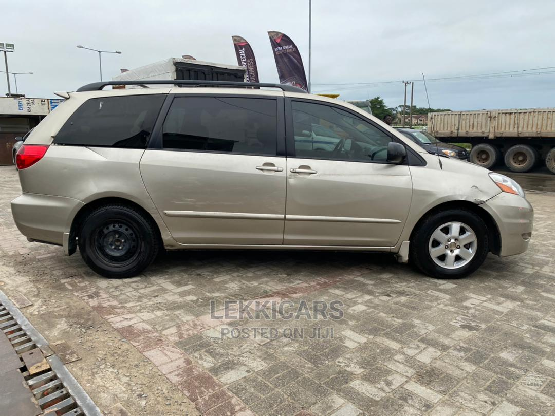 Archive: Toyota Sienna 2008 LE AWD Gold