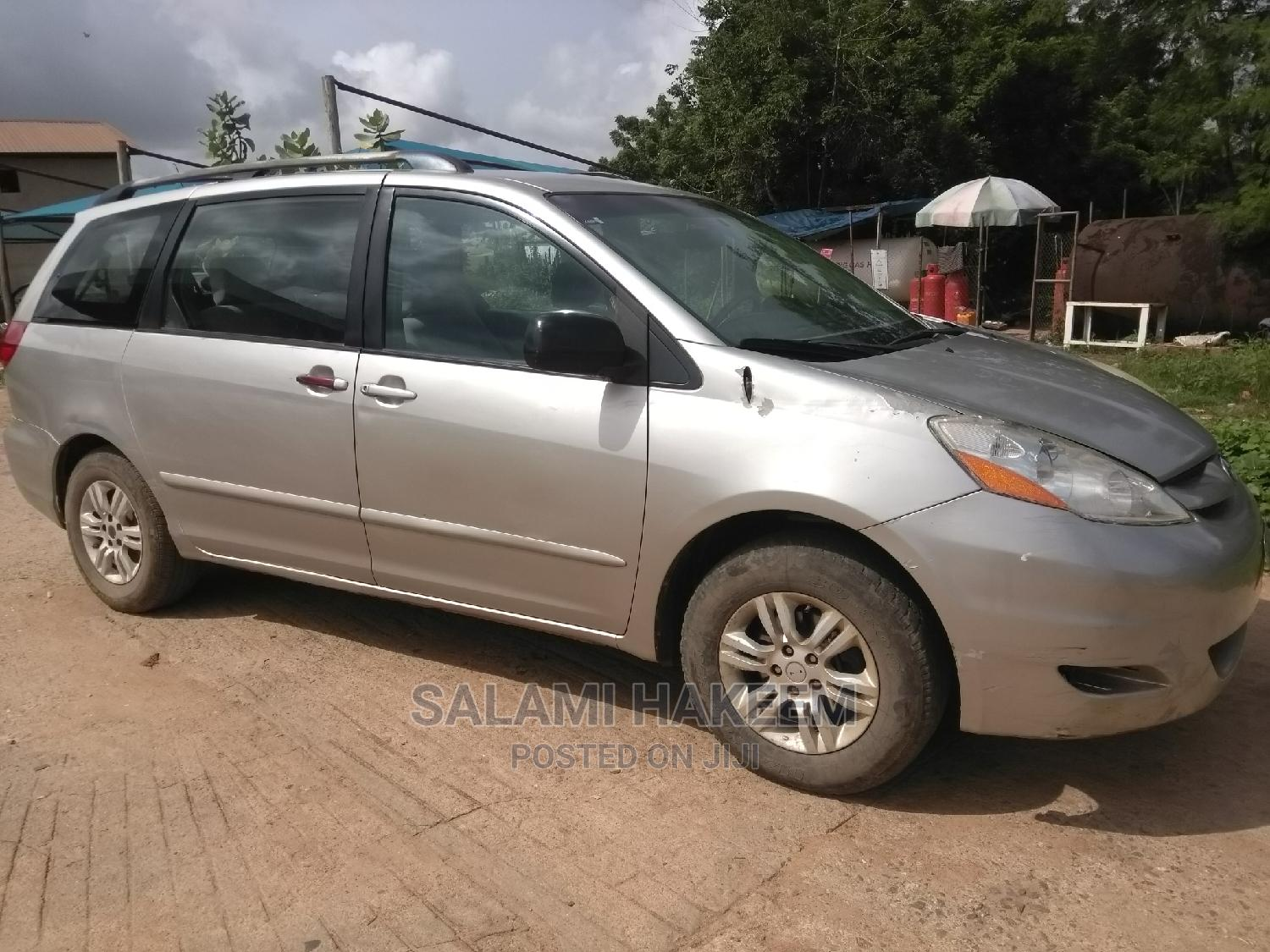 Archive: Toyota Sienna 2007 XLE Limited Silver