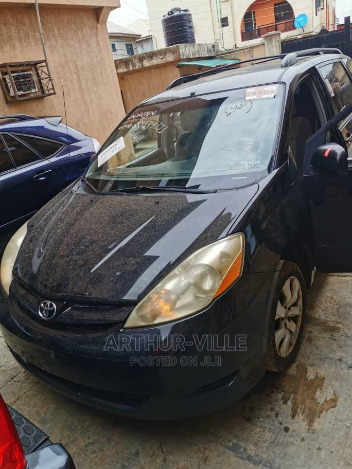 Archive: Toyota Sienna 2009 XLE Limited AWD Black