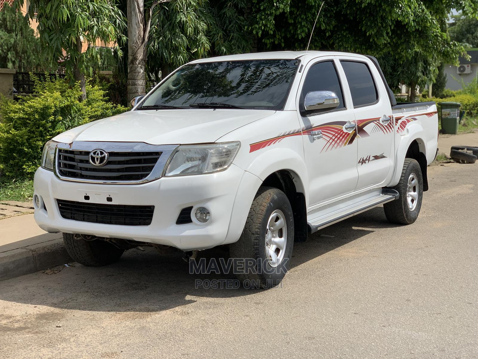 Toyota Hilux 2009 2.7 VVT-i 4X4 SRX White   Cars for sale in Gwarinpa, Abuja (FCT) State, Nigeria