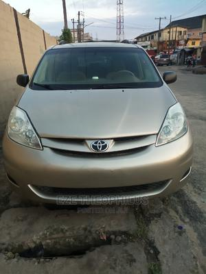 Toyota Sienna 2006 LE AWD Gold | Cars for sale in Lagos State, Surulere
