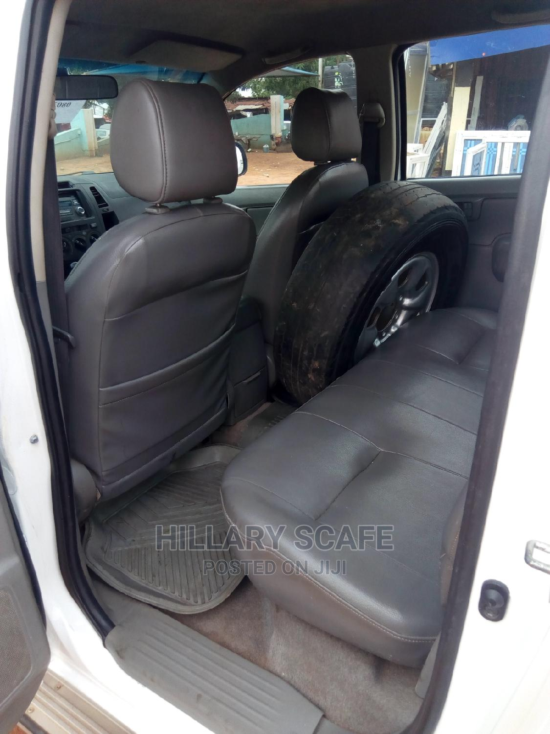Archive: Toyota Hilux 2003 White